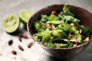 Ensalada de brotes de brócoli y kale